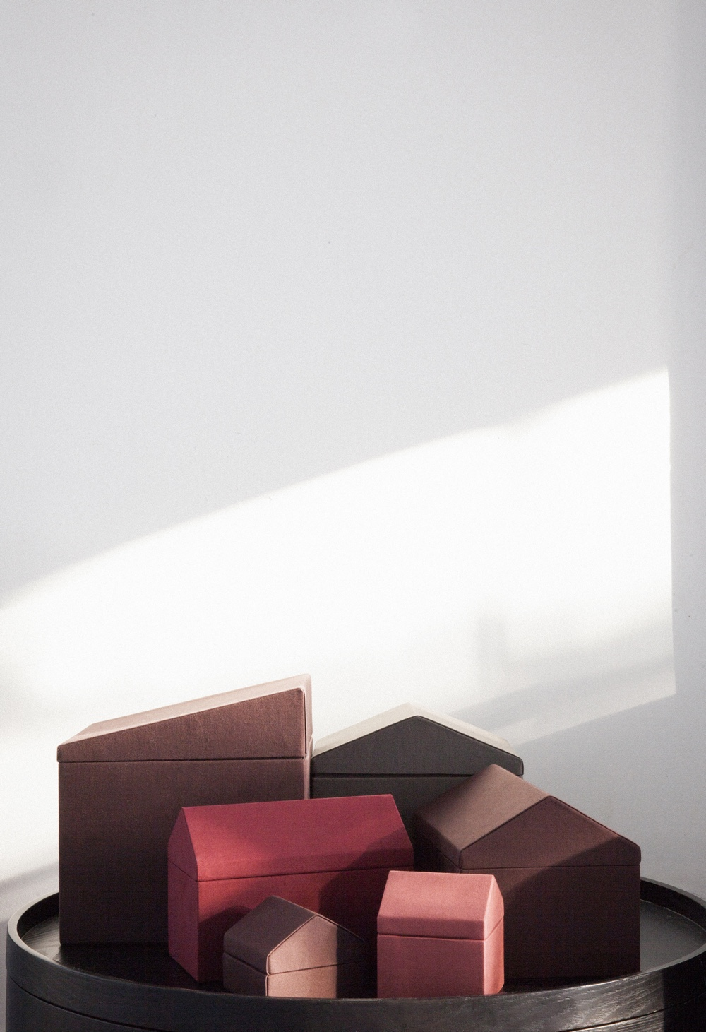 Accessory boxes in paper and textile by Note Design Studio.