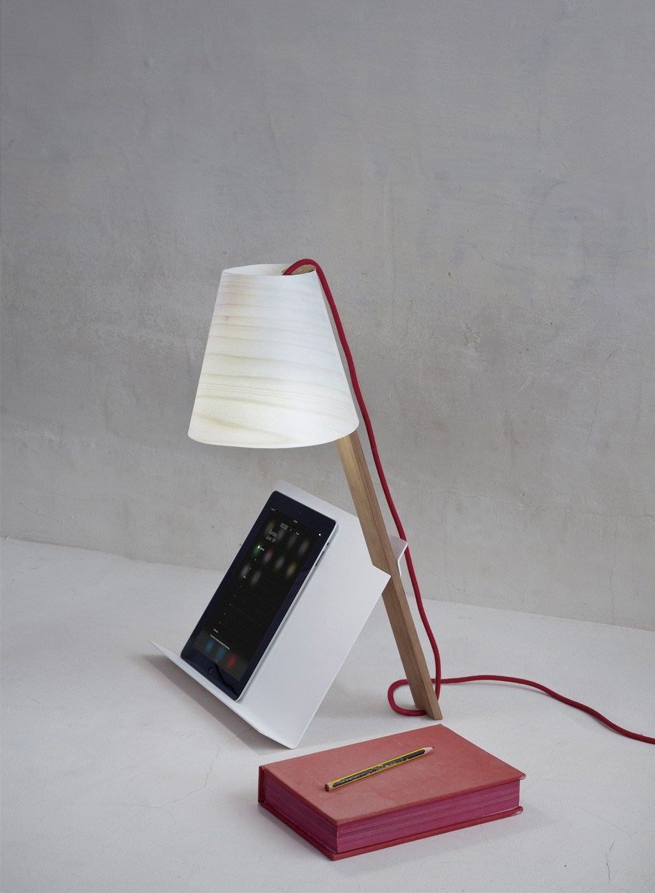 Asterisco table lamp with iPad