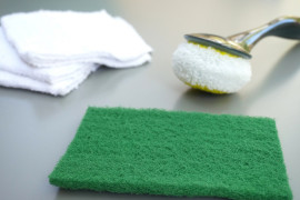 Bathtub cleaning supplies