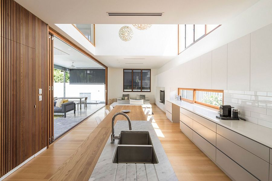 Cheerful and open living area design that flows into the rear yard