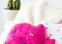 Circus-animal-cookie-pillows-from-Studio-DIY-217x155