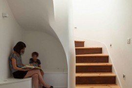 Clever reading and storage nook under the staircase