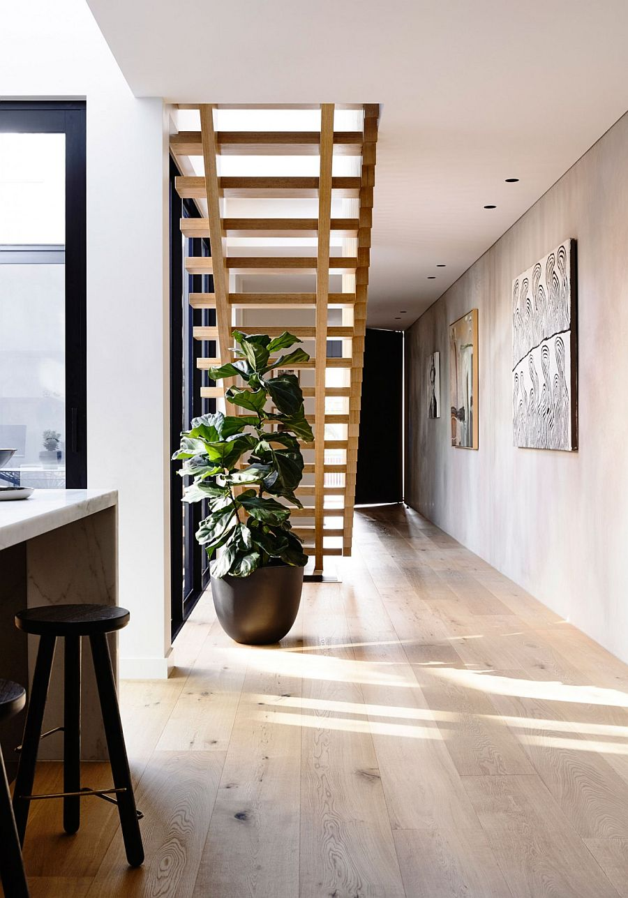 Cleverly placed indoor plant adds color to an otherwise neutral interior