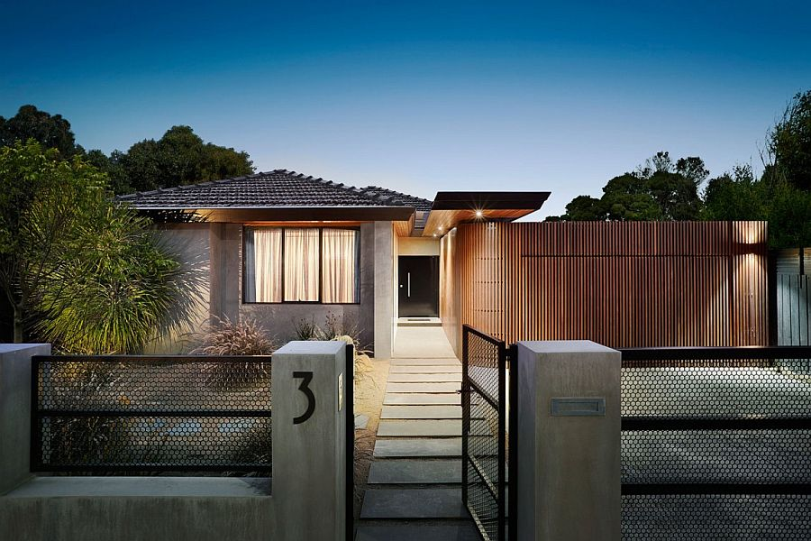 Curved Woodform Timber wall creates a unique and dynamic entrance at the Aussie home An Entrance to Behold: 1970s Home Acquires a Modern Minimal Sheen