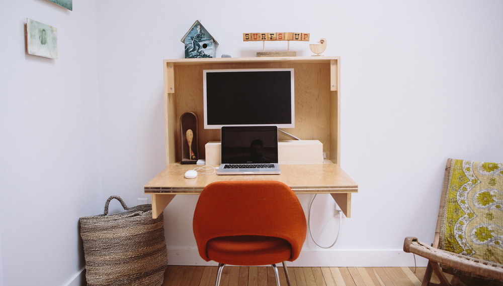 DIY fold-up desk from Crafted Fairly