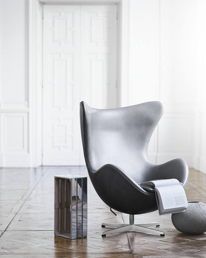 Egg in grey leather Design Icon: The Egg™ Chair