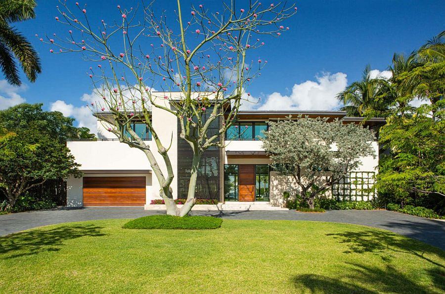 Entrance and front-facade of Floating Eaves Residence in Miami