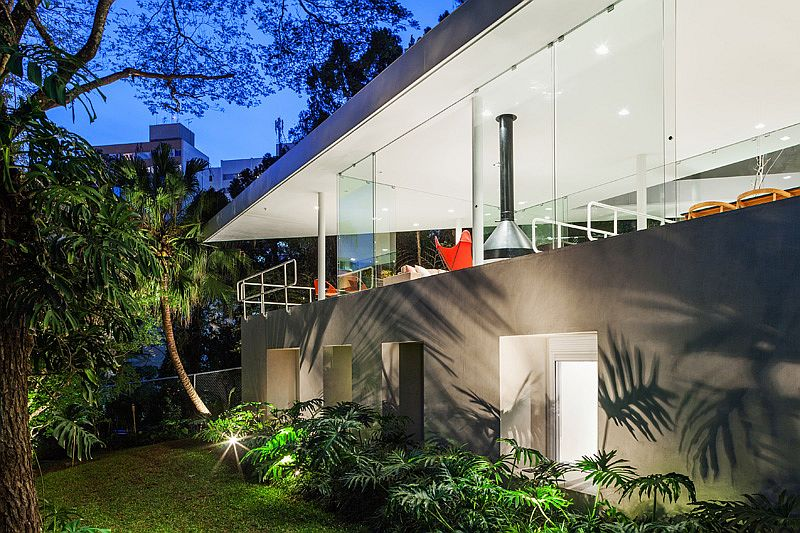 Fabulous landscape lighting around the open sao paulo home
