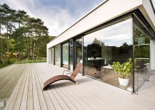Glass wall create a seamless interplay between the interior and the lush outdoors