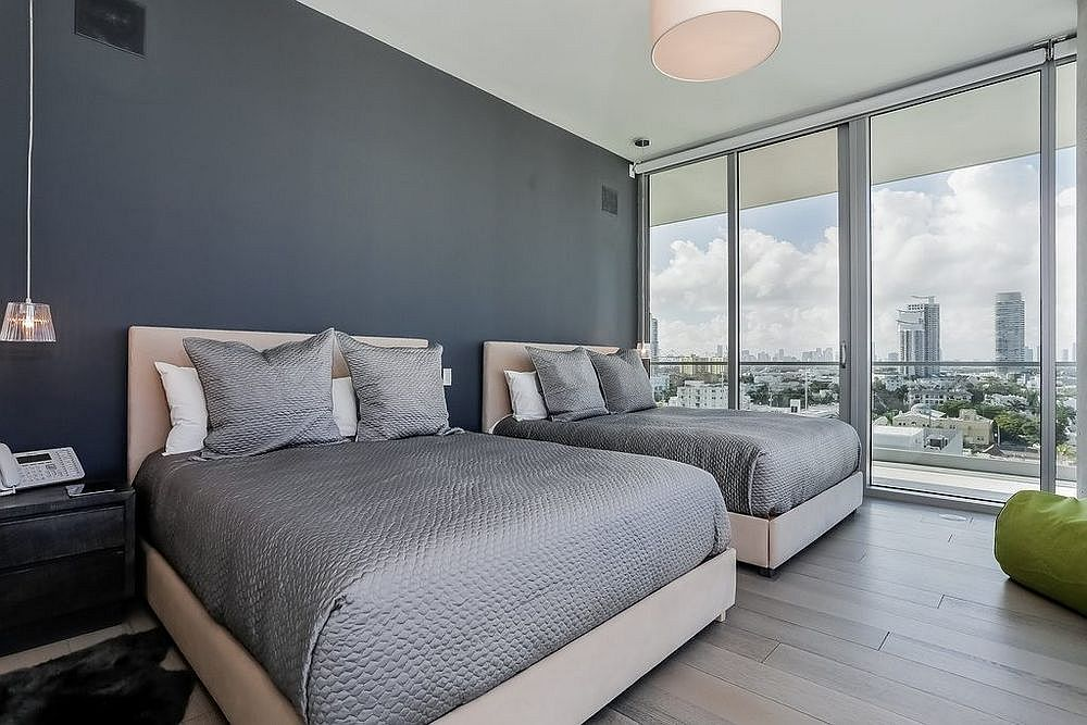 Gray brings refinement and elegance to the master bedroom