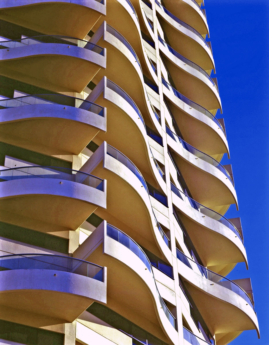 Horizon wave-shaped balcony