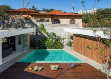 Inerior-of-the-home-is-connected-visually-with-the-pool-area-217x155