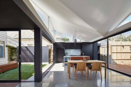 Living space between central courtyard and rear garden at the Tunnel House