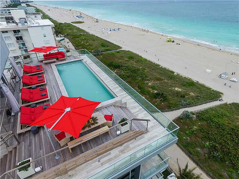 Luxurious penthouse with a refreshing infinity pool overlooking Miami's hottest beach and the ocean
