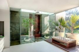 Maste bedroom with glassy green nooks