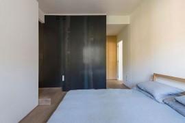 Metals walls bring a unique visual to the bedroom