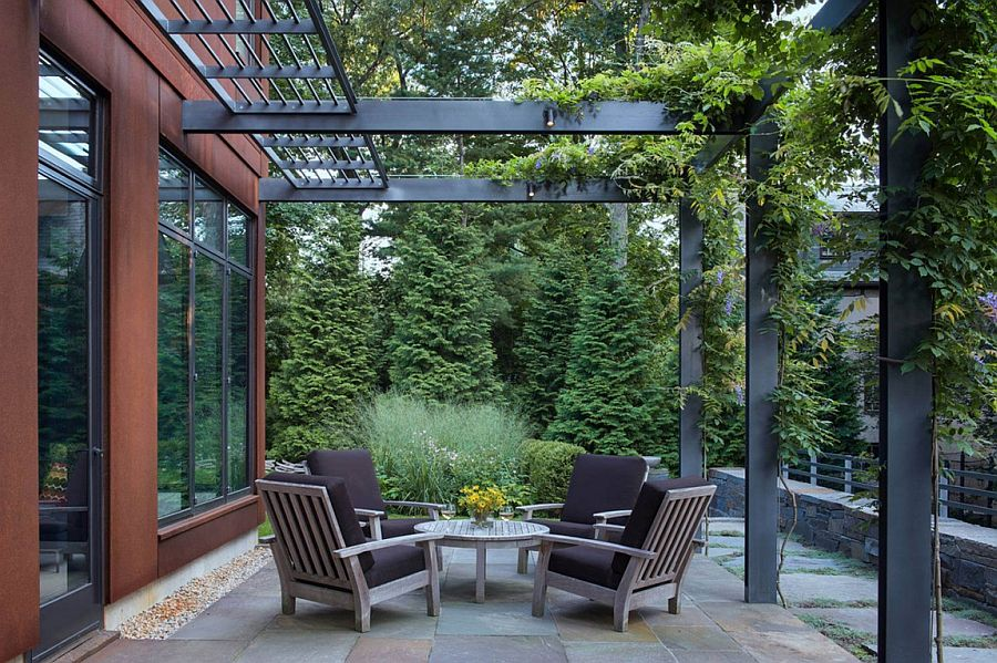 Cor ten steel structure gives georgian revival home a for Bogs classic mid le jardin