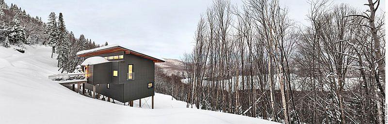 Modern weekend ski chalet in Lac Archambault