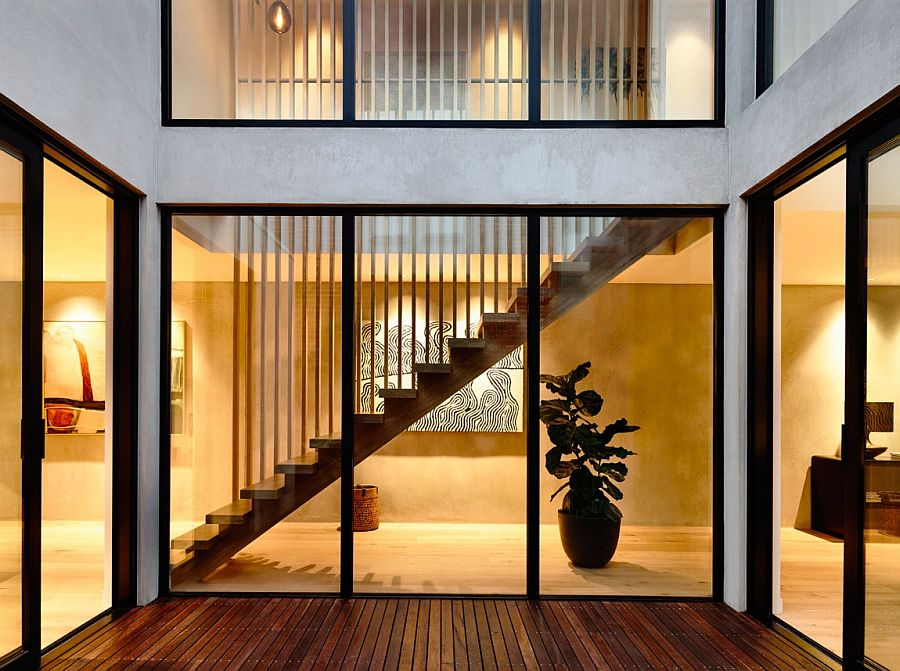 Natural light eneter every room of the house through the central light tube