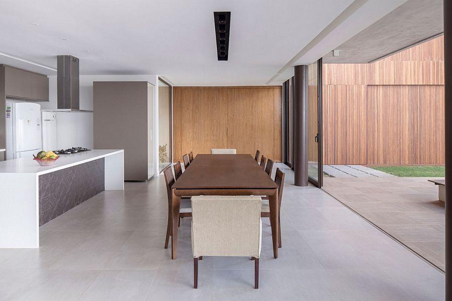 Open plan living area of expansive Casa R&D