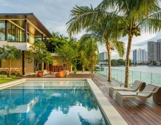 Floating Eaves Residence: Affluent Contemporary Paradise in Miami!