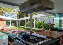 Pavilion-styled-kitchen-and-dining-area-zone-of-the-contemporary-home-217x155