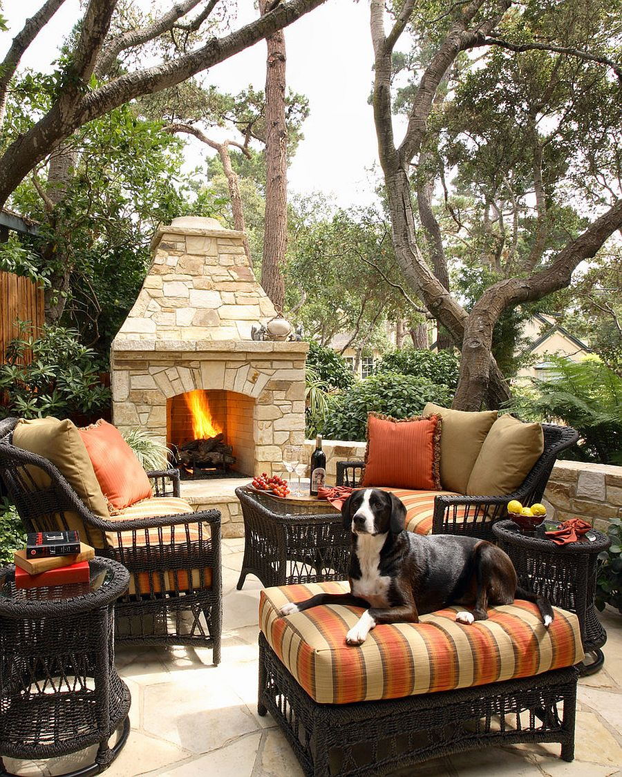 Pick decor that complements the style of the landscape [Design: Culbertson Durst Interiors]