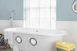 Porthole bath steals the show in this nautical themed bathroom