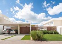 Dynamic Brazilian Residence Captivates with Moving Panels of Latticework