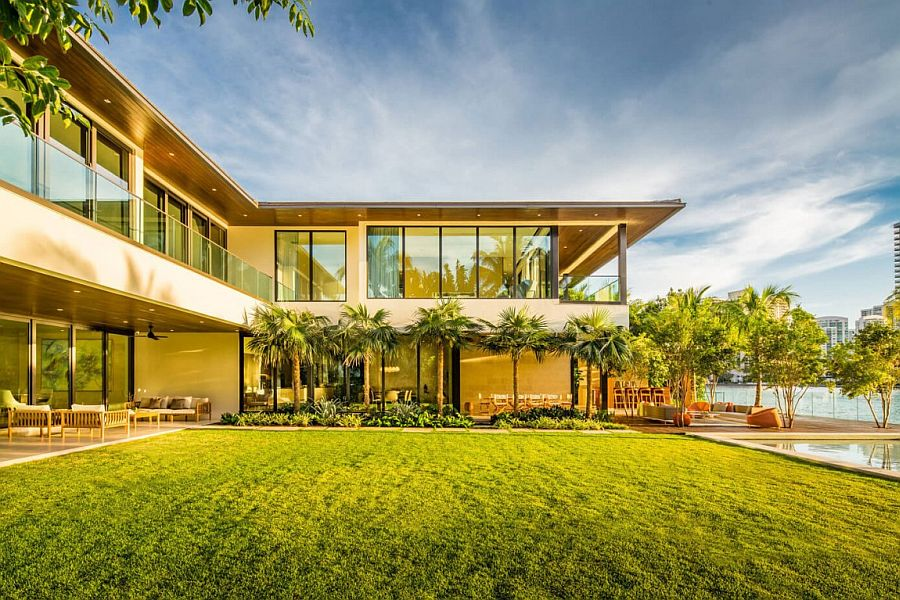 Rear garden and pool of the stunning contemporary home in Miami