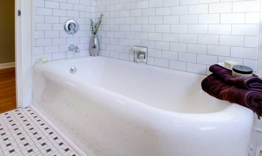 How to Clean a Non-Slip Bathtub