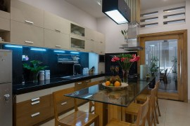 Simple L-shape kitchen and dining space design