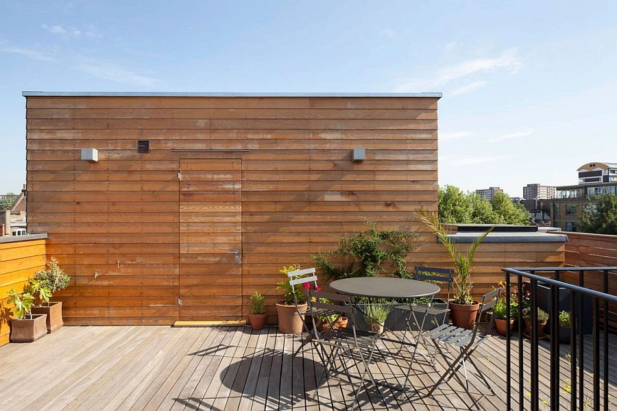 Small and stylish rooftop hangout helps the homeowners escape the urban rush Urban Green Space: Lowered Rooftop Garden Enlivens Modern London Home