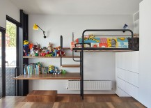Small kids' bedroom with smart use of space