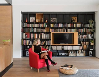 60s Italian Apartment Renovated Using Wood, Iron and Three Large Boxes!