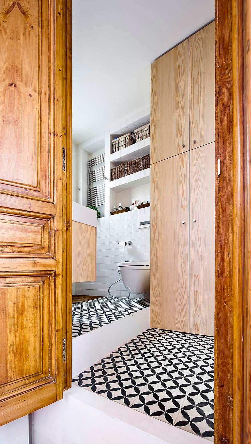 Snazzy tiles add pattern to the small bathroom