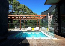 Stylish central open courtyard with a pool and terrace 217x155 Pavilion House Down Under Charms with Open Courtyard and Lovely Views