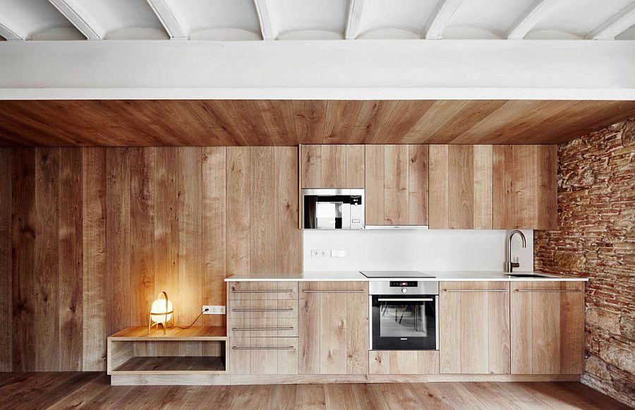 Wooden surfaces in the kitchen add another layer of textural beuaty to the small tourist apartment in Barcelona