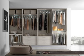 Beautiful and functional walk-in closet by Presotto Italia