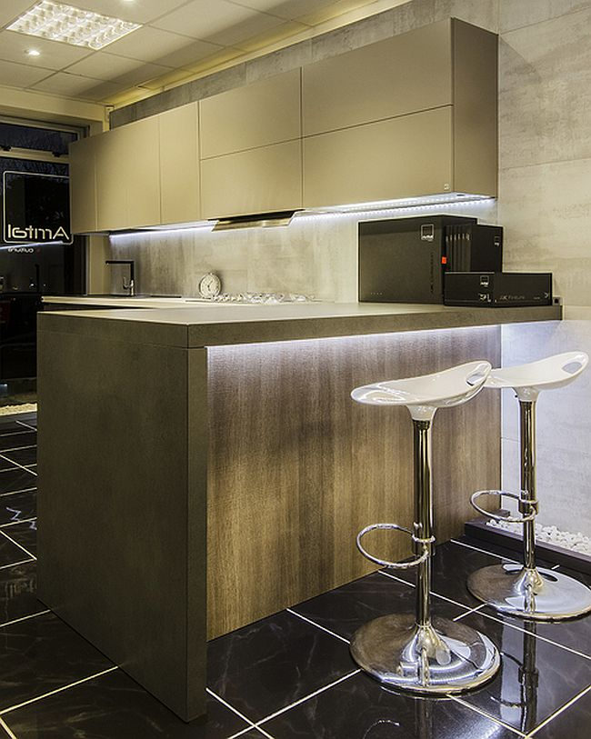 Classy, contemporary kitchen with brilliant lighting