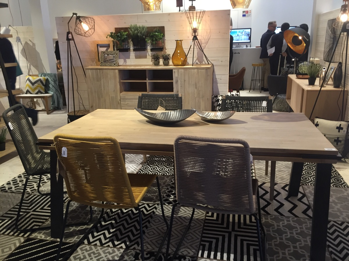 Collections like Disset make their presence felt at the La Forma Stand – Salone del Mobile 2016