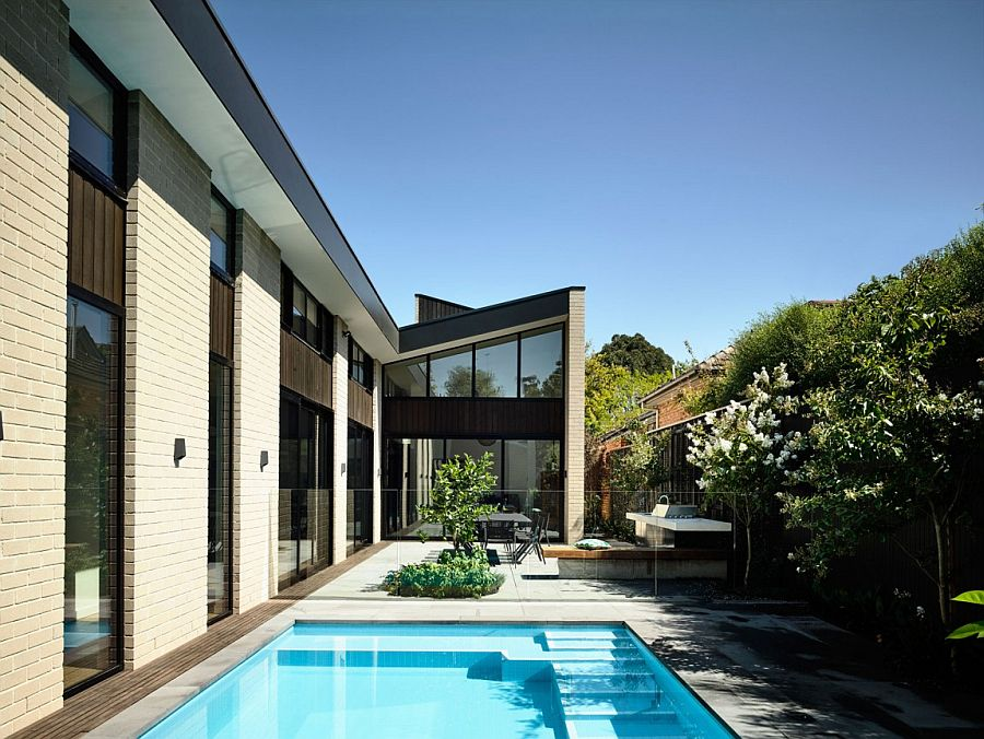 Different single pitch roof forms come together to create a unique visual at the Eaglemont House Picturesque Aussie Home Wraps Itself Around a Relaxing Central Courtyard