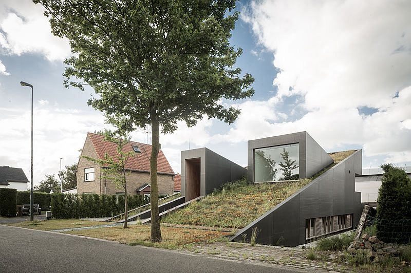 Gorgeous partially underground house in Belgium House Pibo: Partially Underground Home Turns Its Roof into an Extended Garden!