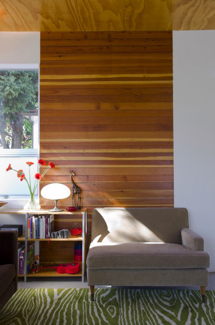 Horizonal paneling pops against a white wall