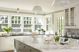 Modern pendants fit in seamlessly with the traditional backdrop of the kitchen