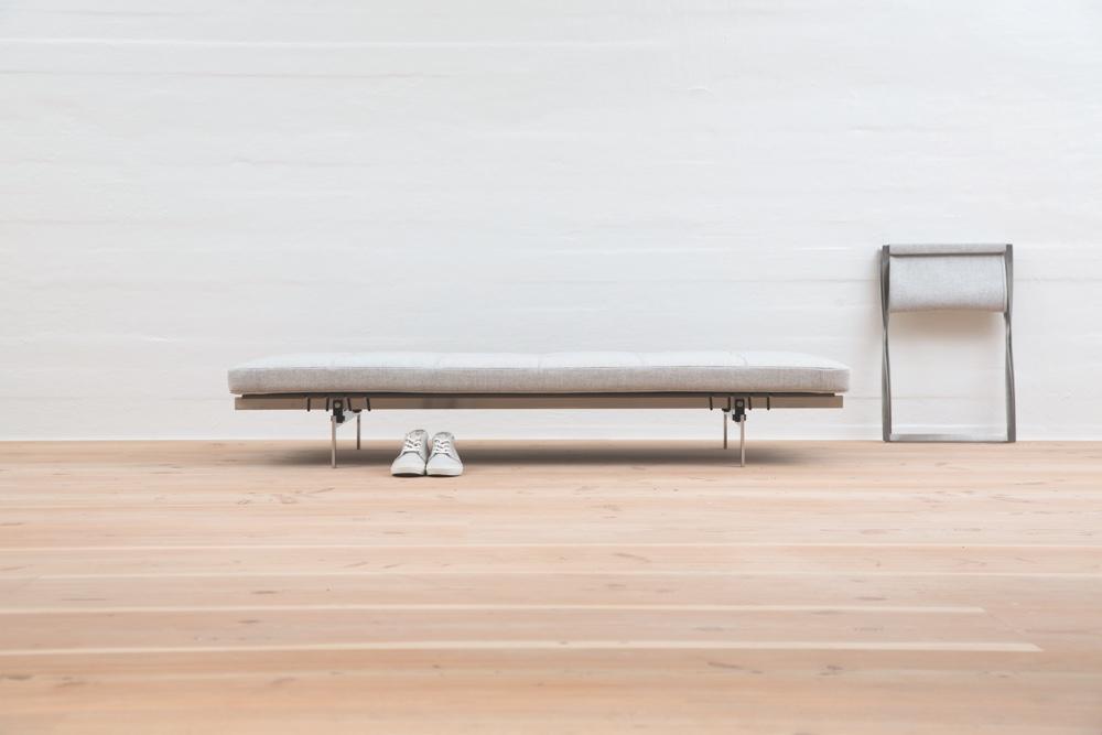 PK80™ daybed, PK91™ folding stool