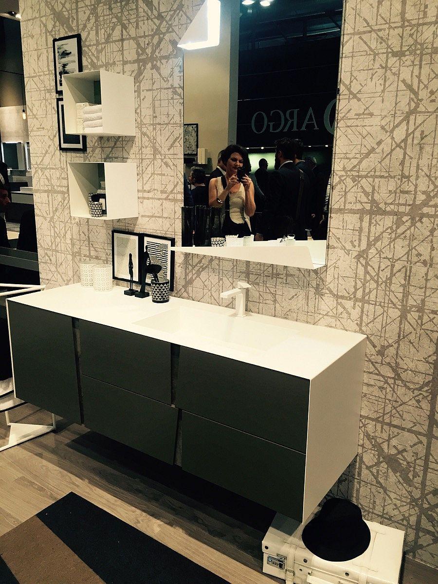 Perfect inspiration for organizing a small bathroom -Slaone del Mobile 2016