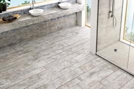Porcelain-effect wooden tile in the powder room