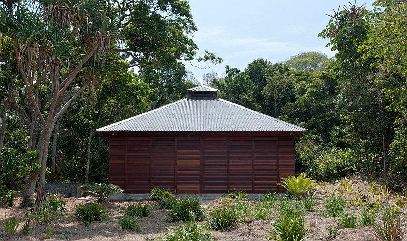 Tropical beach house in Australia