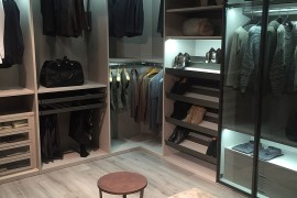 Walk-in closet with modular comfort